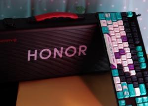 荣耀与樱桃大logo联名键盘,这颜值怎能不爱!(听说文末有福利),HONOR系列-荣耀俱乐部