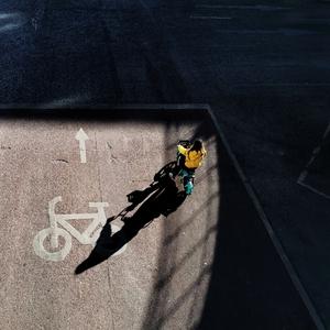熟悉的街头如何拍出陌生感,利用好光影是第一大利器,爱摄影-荣耀俱乐部
