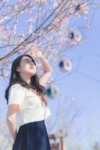 摄影   朋友圈C位出道,小姐姐这波学院风+樱花有够绝!,爱摄影-荣耀俱乐部