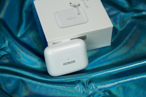 目前我用过的唯一一款支持智能佩戴检测的TWS真无线蓝牙耳机——荣耀Earbuds 2 SE,音频配件-荣耀俱乐部